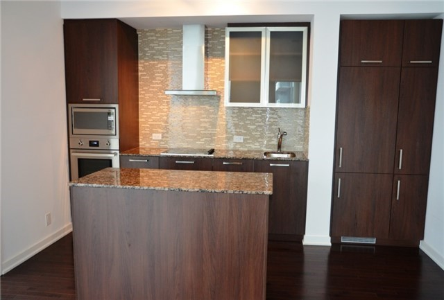 Photo 10: 14 York St Unit #4003 in Toronto: Waterfront Communities C1 Condo for sale (Toronto C01)  : MLS(r) # C3706392