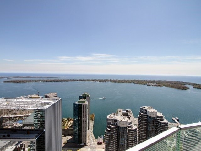 Photo 18: 14 York St Unit #4003 in Toronto: Waterfront Communities C1 Condo for sale (Toronto C01)  : MLS(r) # C3706392