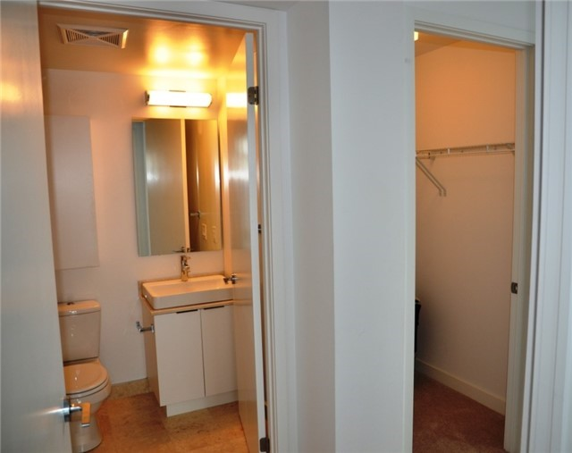 Photo 12: 14 York St Unit #4003 in Toronto: Waterfront Communities C1 Condo for sale (Toronto C01)  : MLS(r) # C3706392