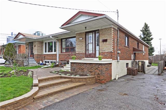 Main Photo: 49 Linelle St in Toronto: Lansing-Westgate Freehold for sale (Toronto C07)  : MLS®# C3773398