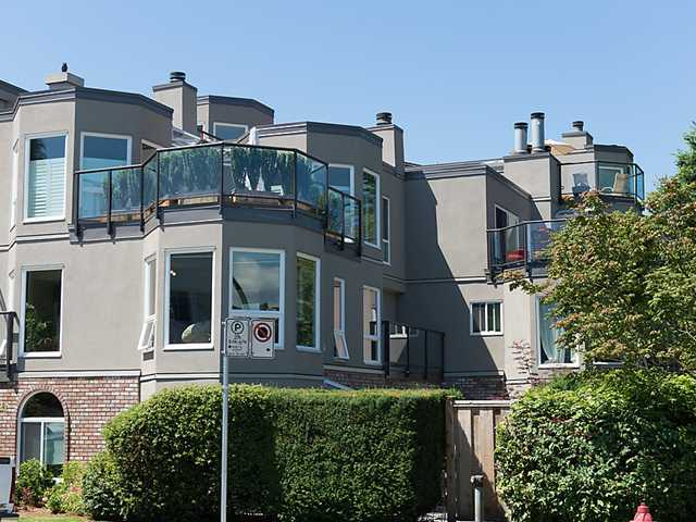 "Main Photo: 202 2110 CORNWALL Avenue in Vancouver: Kitsilano Condo for sale in ""SEAGATE VILLA"" (Vancouver West)  : MLS®# V1016323"