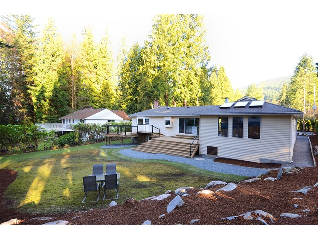 Main Photo: 537 E OSBORNE RD in North Vancouver: Upper Lonsdale House for sale : MLS® # V1050960