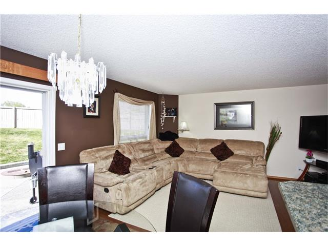 Photo 11: 169 CORAL SPRINGS ME NE in Calgary: Coral Springs House for sale : MLS(r) # C4062559