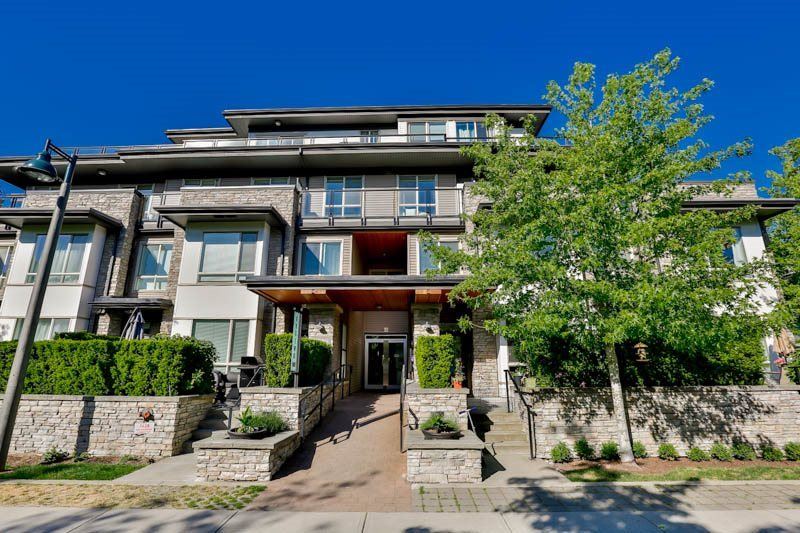 Main Photo: 102 7428 BYRNEPARK WALK in Burnaby: South Slope Townhouse for sale (Burnaby South)  : MLS® # R2086383