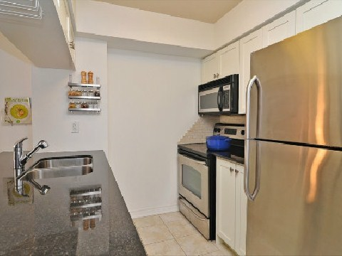 Photo 3: 06 60 W St Clair Avenue in Toronto: Yonge-St. Clair Condo for sale (Toronto C02)  : MLS(r) # C2633478