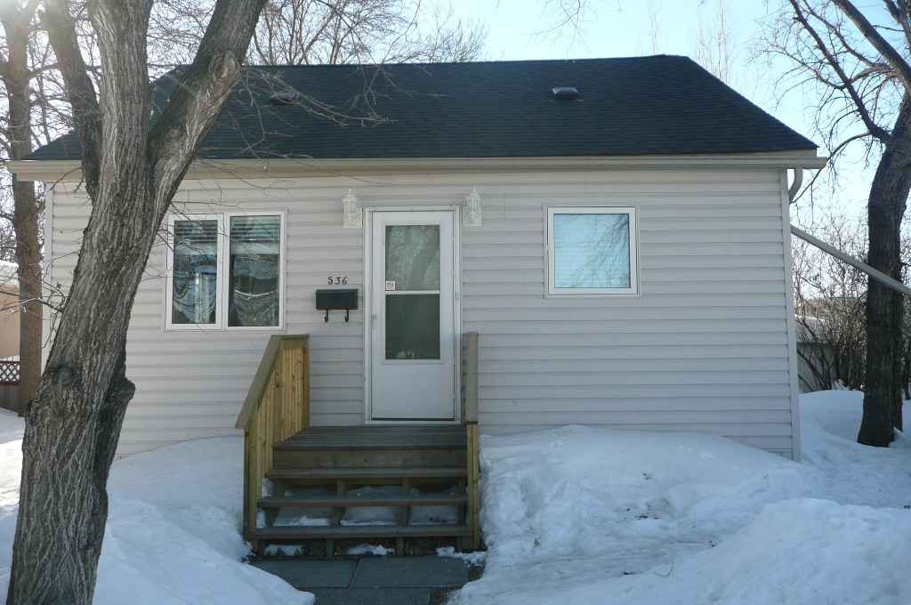 Main Photo: 536 Greenacre Blvd. in : Westwood / Crestview Residential for sale (West Winnipeg)