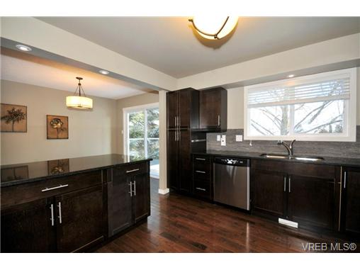 Photo 5: 7681 Wallace Drive in SAANICHTON: CS Saanichton Residential for sale (Central Saanich)  : MLS(r) # 334704
