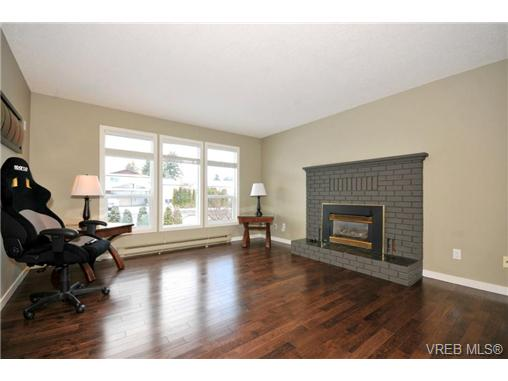 Photo 8: 7681 Wallace Drive in SAANICHTON: CS Saanichton Residential for sale (Central Saanich)  : MLS® # 334704
