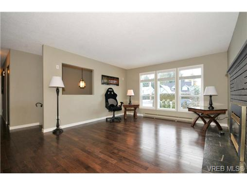 Photo 10: 7681 Wallace Drive in SAANICHTON: CS Saanichton Residential for sale (Central Saanich)  : MLS(r) # 334704