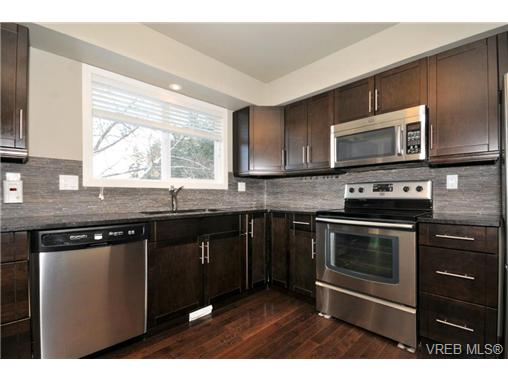 Photo 2: 7681 Wallace Drive in SAANICHTON: CS Saanichton Residential for sale (Central Saanich)  : MLS(r) # 334704