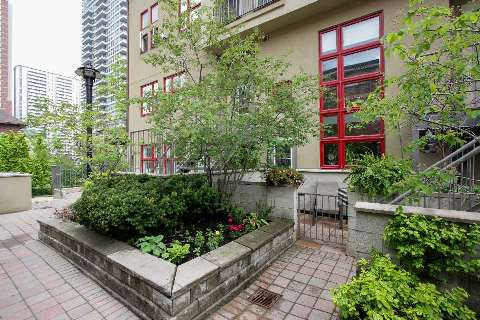 Main Photo: 21 Earl St Unit #102 in Toronto: North St. James Town Condo for sale (Toronto C08)  : MLS(r) # C2924291