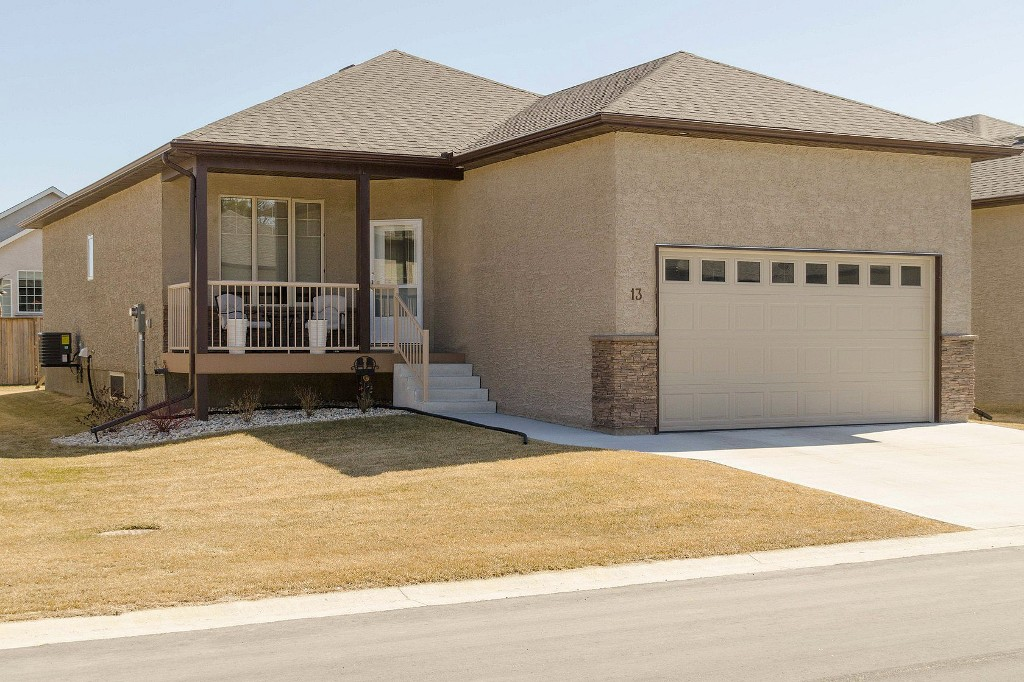 Main Photo: 13 Aspen Villa Drive in Oakbank: Single Family Detached for sale : MLS® # 1509141