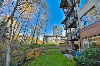Main Photo: 102 400 KLAHANIE DRIVE in Port Moody: Port Moody Centre Condo for sale : MLS(r) # R2013966