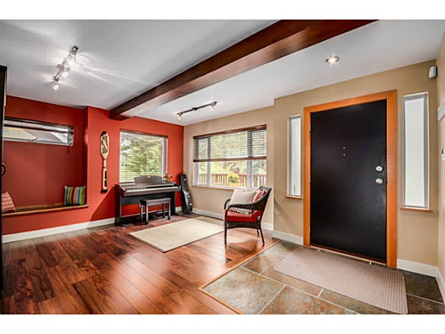 Photo 11: 1943 ROCKCLIFF RD in North Vancouver: Deep Cove House for sale : MLS(r) # V1059830