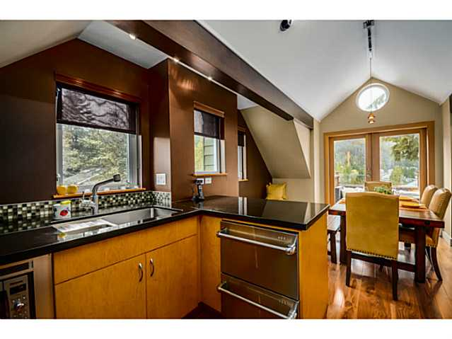 Photo 9: 1943 ROCKCLIFF RD in North Vancouver: Deep Cove House for sale : MLS(r) # V1059830