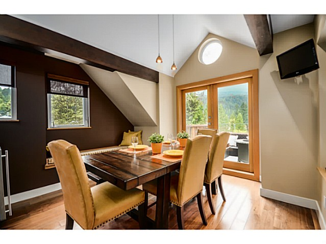Photo 6: 1943 ROCKCLIFF RD in North Vancouver: Deep Cove House for sale : MLS(r) # V1059830