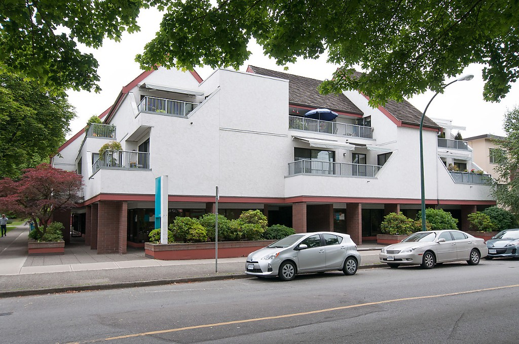 "Main Photo: 304 5920 EAST Boulevard in Vancouver: Kerrisdale Condo for sale in ""OAKWOOD TERRACE"" (Vancouver West)  : MLS®# V1076161"