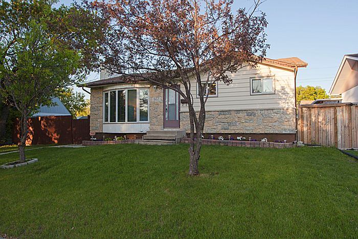 FEATURED LISTING: 867 Isbister Street Winnipeg