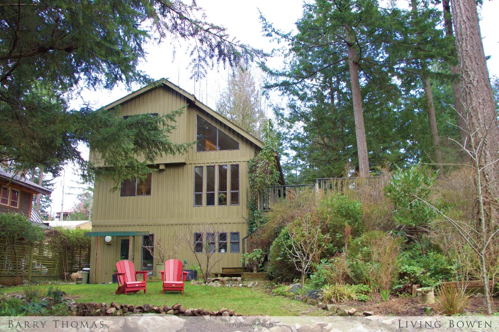 Main Photo: 1252 Eagles Nest Road in Bowen Island: Timber Groves House for sale : MLS® # R2040126