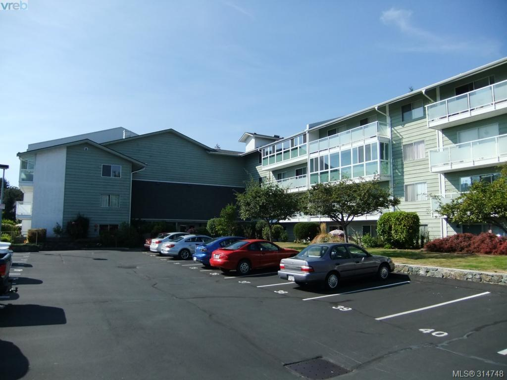 Main Photo: 402 1490 Garnet Road in VICTORIA: SE Cedar Hill Condo Apartment for sale (Saanich East)  : MLS® # 314748