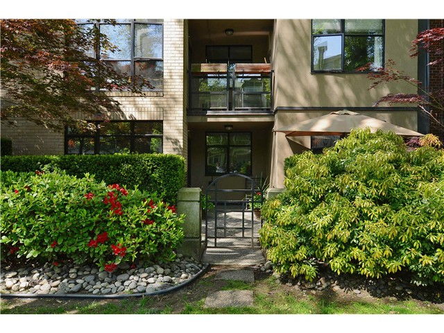 "Main Photo: 110 2181 W 10TH Avenue in Vancouver: Kitsilano Condo for sale in ""The Tenth Avenue"" (Vancouver West)  : MLS(r) # V1006215"