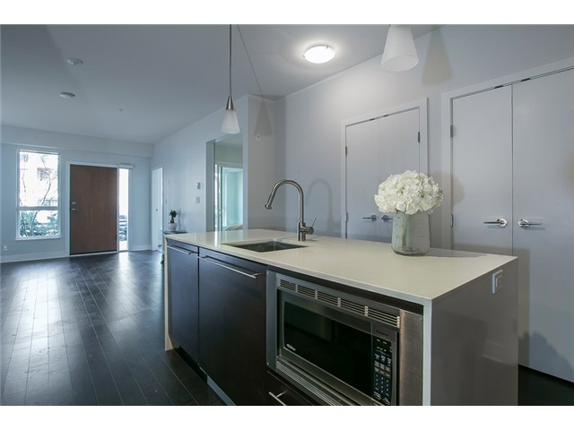 Photo 2: # 106 2020 W 12TH AV in Vancouver: Kitsilano Condo for sale (Vancouver West)  : MLS(r) # V1049052
