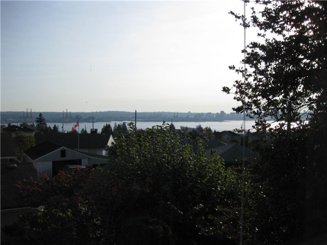 Photo 2: Photos: 323 E 8TH ST in North Vancouver: Central Lonsdale House 1/2 Duplex for sale : MLS®# V1064043