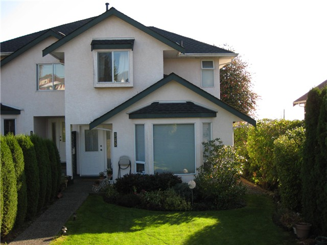 Photo 1: Photos: 323 E 8TH ST in North Vancouver: Central Lonsdale House 1/2 Duplex for sale : MLS®# V1064043