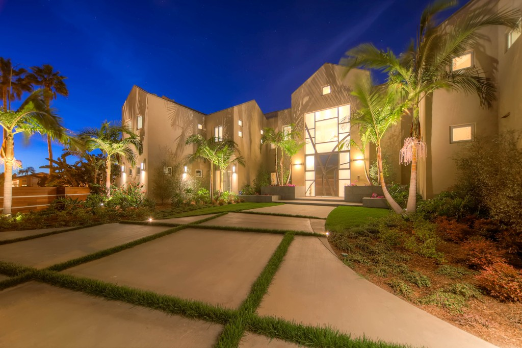 Main Photo: Residential for sale : 8 bedrooms : 1 SPINNAKER WAY in Coronado