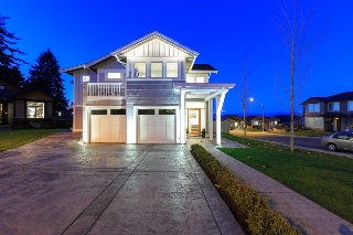 Main Photo: 5674 Oceanview Terrace in Nanaimo: House for sale