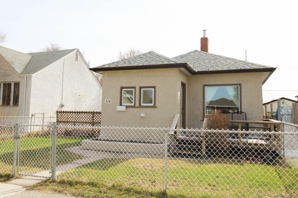 Main Photo: 314 Bowman Avenue - East Kildonan Bungalow