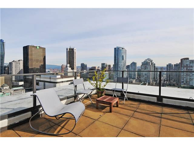 "Main Photo: 2219 938 SMITHE Street in Vancouver: Downtown VW Condo for sale in ""Electric Avenue"" (Vancouver West)  : MLS(r) # V949170"