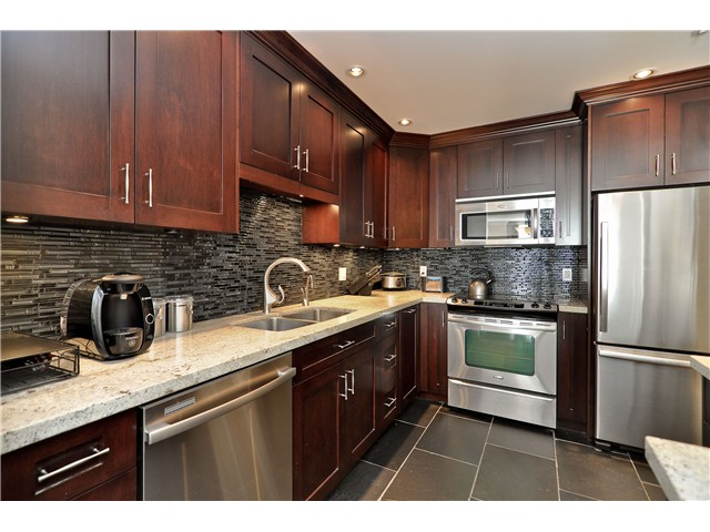 "Main Photo: 210 19131 FORD Road in Pitt Meadows: Central Meadows Condo for sale in ""WOODFORD MANOR"" : MLS® # V996523"