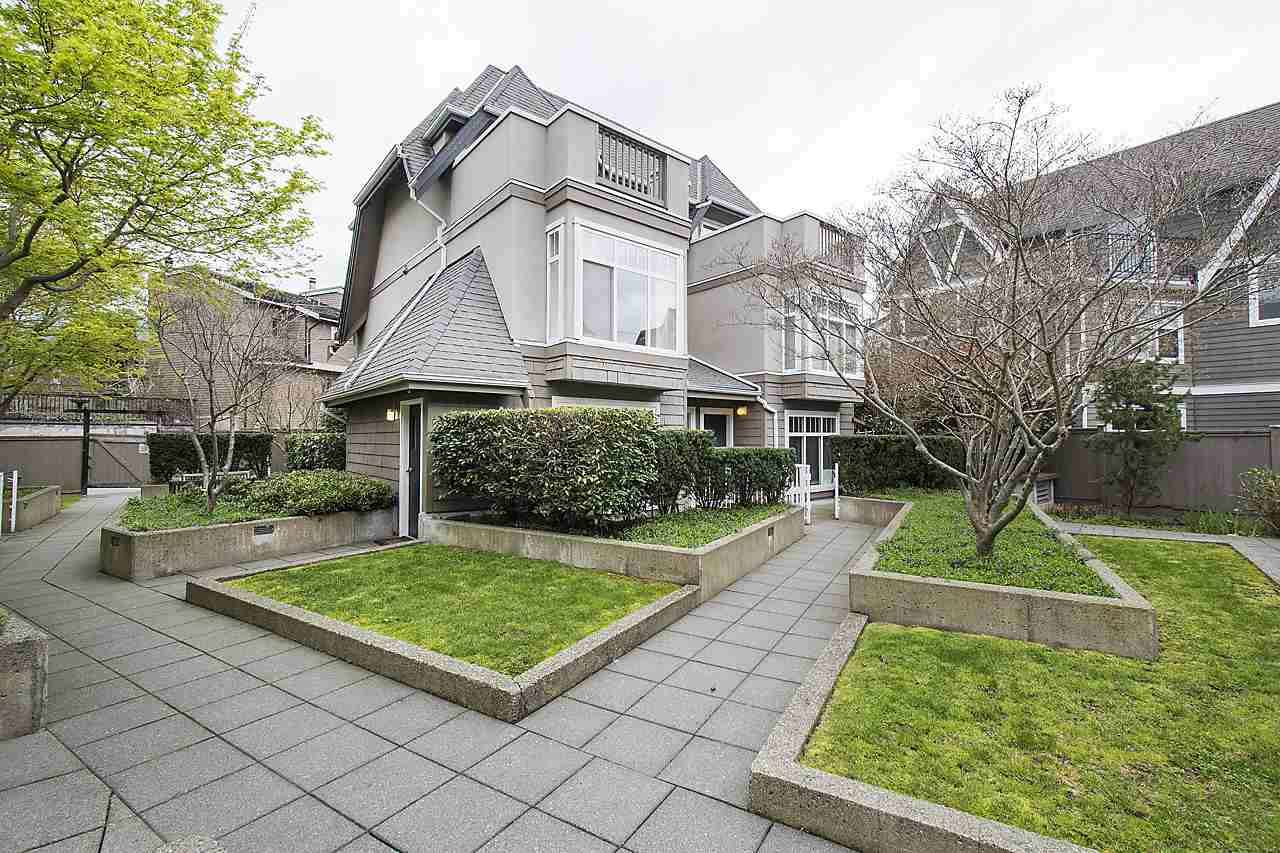 Photo 2: 1328 MAHON AVENUE in North Vancouver: Central Lonsdale Townhouse for sale : MLS® # R2156696