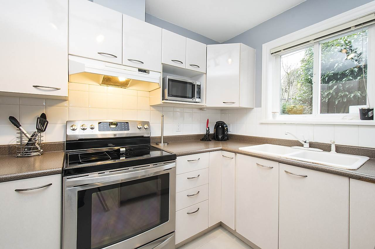 Photo 9: 1328 MAHON AVENUE in North Vancouver: Central Lonsdale Townhouse for sale : MLS® # R2156696