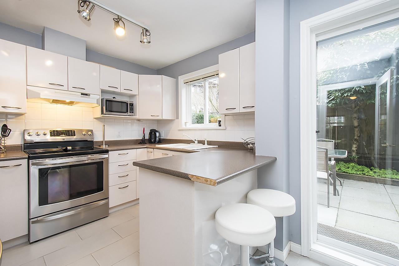 Photo 12: 1328 MAHON AVENUE in North Vancouver: Central Lonsdale Townhouse for sale : MLS® # R2156696