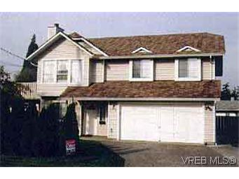 Main Photo: 712 Mann Avenue in VICTORIA: SW Royal Oak Single Family Detached for sale (Saanich West)  : MLS® # 116495