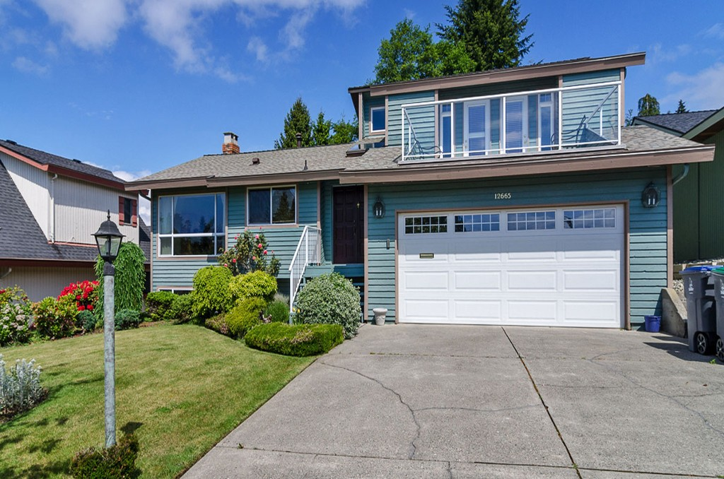 "Main Photo: 12665 17A Avenue in Surrey: Crescent Bch Ocean Pk. House for sale in ""OCEAN PARK"" (South Surrey White Rock)  : MLS(r) # F1311059"