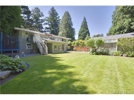 Photo 2: 760 Piedmont Drive in VICTORIA: SE Cordova Bay Single Family Detached for sale (Saanich East)  : MLS® # 339692