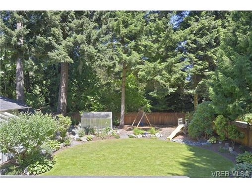 Photo 4: 760 Piedmont Drive in VICTORIA: SE Cordova Bay Single Family Detached for sale (Saanich East)  : MLS® # 339692