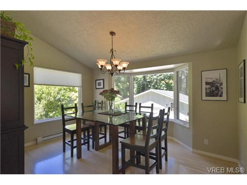 Photo 6: 760 Piedmont Drive in VICTORIA: SE Cordova Bay Single Family Detached for sale (Saanich East)  : MLS® # 339692