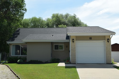 Main Photo: 18 Laurent Place in Winnipeg: St Norbert Single Family Detached for sale (South Winnipeg)  : MLS(r) # 1529245