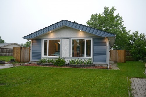 Main Photo: 225 Laurent Drive in Winnipeg: St Norbert Single Family Detached for sale (South Winnipeg)  : MLS® # 1615675