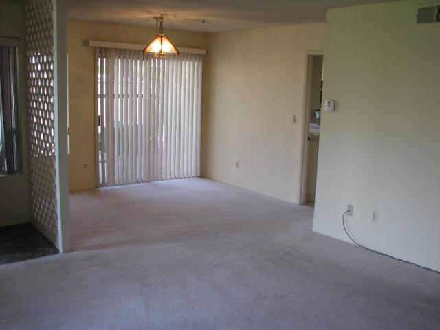 Photo 5: CLAIREMONT Townhome for sale : 2 bedrooms : 4020 Mount Acadia Boulevard in San Diego