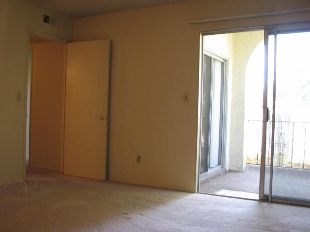 Photo 12: CLAIREMONT Townhome for sale : 2 bedrooms : 4020 Mount Acadia Boulevard in San Diego