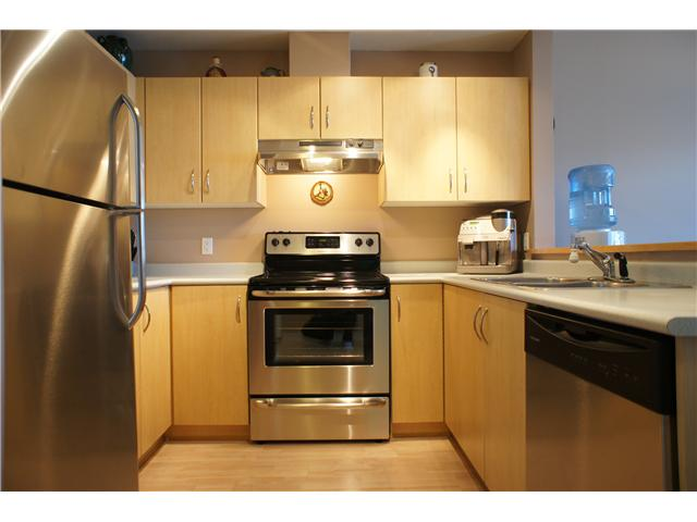 "Main Photo: 306 3038 E KENT Avenue in Vancouver: Fraserview VE Condo for sale in ""SOUTH HAMPTON"" (Vancouver East)  : MLS(r) # V954697"