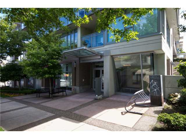 "Main Photo: 405 2520 MANITOBA Street in Vancouver: Mount Pleasant VW Condo for sale in ""VUE"" (Vancouver West)  : MLS®# V1028189"