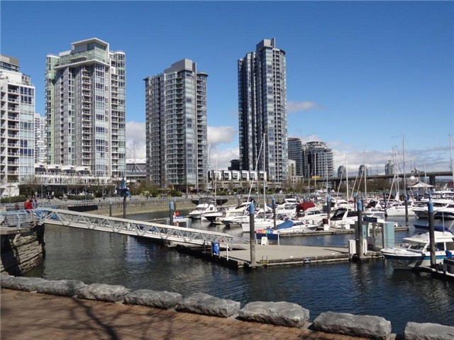 Main Photo: 606 1228 N Marinaside Crescent in Vancouver: Yaletown Condo for sale (Vancouver West)  : MLS(r) # v1000275