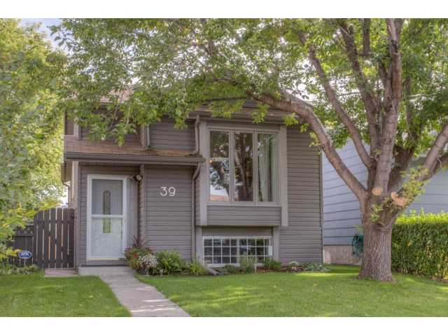 Main Photo: 39 SHAWGLEN Place SW in CALGARY: Shawnessy Residential Detached Single Family for sale (Calgary)  : MLS® # C3633354