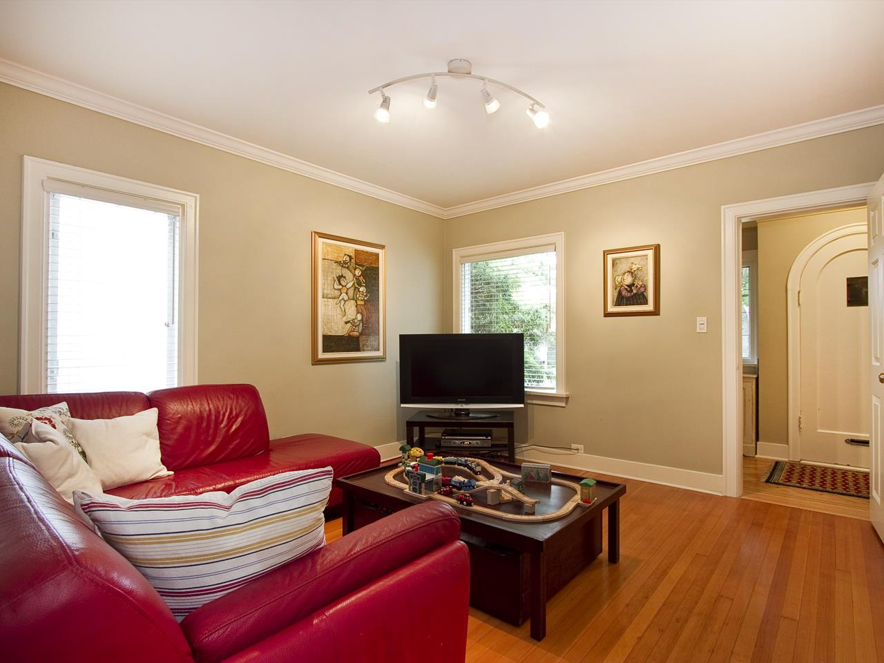 Photo 9: 242 W 21 AVENUE in Vancouver: Cambie House for sale (Vancouver West)  : MLS(r) # R2028187